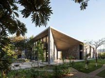 Mur de pierre et parement en béton d'une maison design au ...