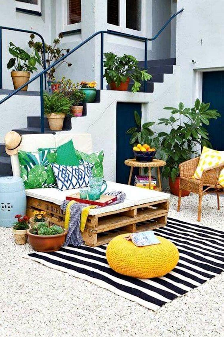 amenager une petite terrasse de reve patio lit jour palettes amenager une petite terrasse de reve dans l arriere cour et la decorer impeccablement