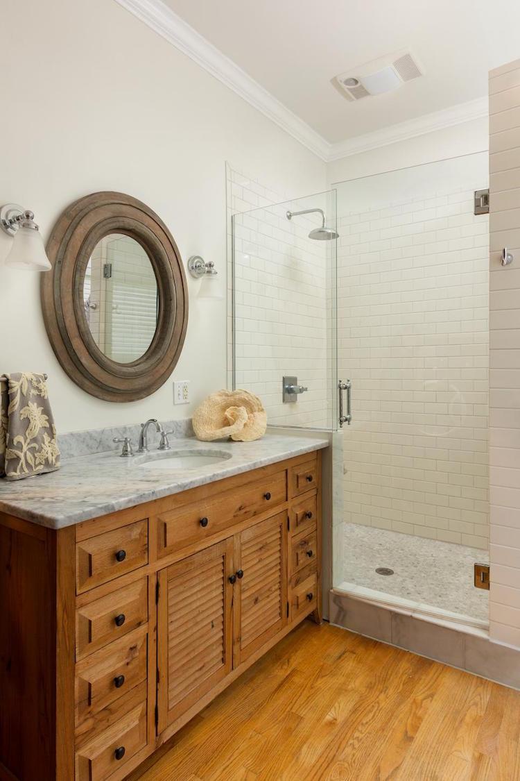 salle bain campagne miroir ancien rond meuble vasque salle de bain campagne revisitee ou le moderne et l ancien se marient a la perfection