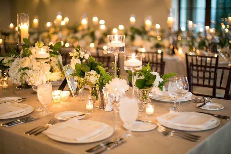 decoration table mariage blanche salle reception compositions roses hortensias feuillages bougies 99 idees de decoration table mariage automne hiver qui
