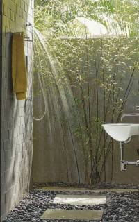 How to build an outdoor shower in the garden by yourself?