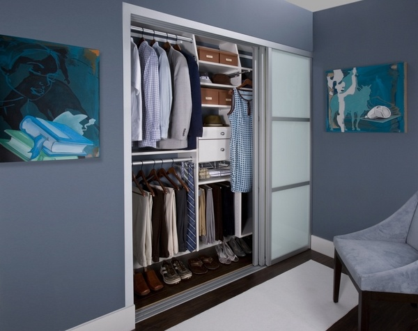 Bypass closet doors - the clever option for small spaces