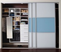 Bypass closet doors  the clever option for small spaces