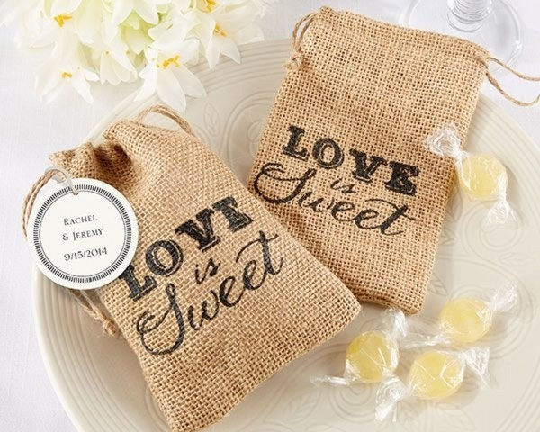 Rustic wedding favors ideas  pass the romantic love to