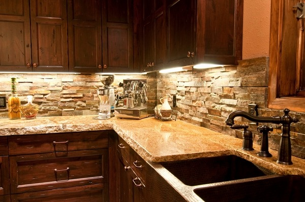 rustic kitchen with stone backsplash Stone backsplash ideas – make a statement in your kitchen
