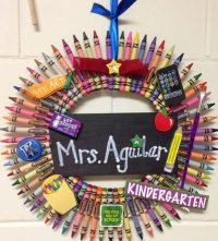 Cool and easy crafts  DIY crayon wreath ideas