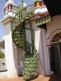 Outdoor spiral staircase designs to complement the house ...