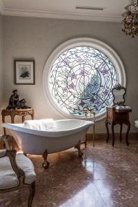 Stained glass windows  an amazing decorative feature in ...