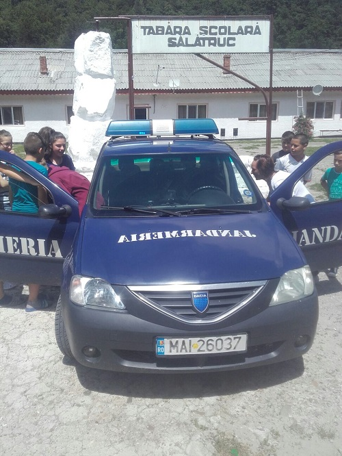 Jandarmii băcăuani i-au școlit pe copiii din tabăra de la Sălătruc