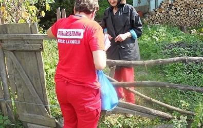 """Crucea Roșie Bacău asigură """"o viață demnă pentru bunicii noștri"""""""