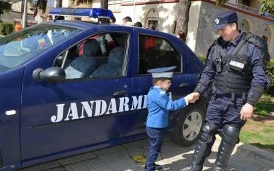 Jandarmeria face recrutări (700 locuri pentru bărbaţi şi femei)