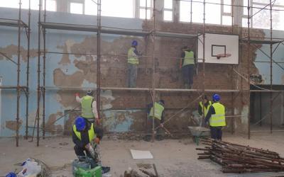Se reabilitează sala de sport și atelierele Liceului cu Program Sportiv