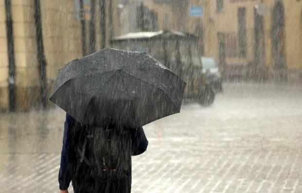 Vânt și ploi moderate în Bacău