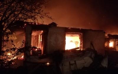 Incendiu în comuna Buciumi. O persoană a fost transportată la spital (FOTO)