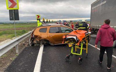 Primul accident serios pe centura Bacăului. 11 persoane implicate: coliziune între 4 autoturisme, un TIR şi un camion