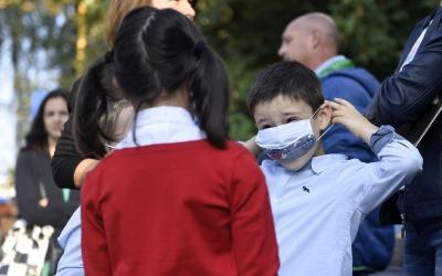 A început școala: Festivități cu restricții pentru elevi şi părinţi, la deschiderea noului an şcolar