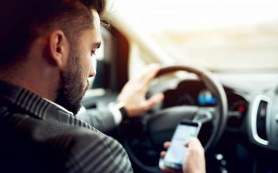 """I.P.J. Bacău: ,,Folosiți corect telefonul mobil când conduceți!"""""""