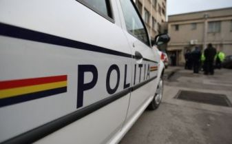 Doi tineri care au năvălit într-un magazin din Lugoj, de unde au furat scule electrice și o schelă metalică, reținuți de polițiști