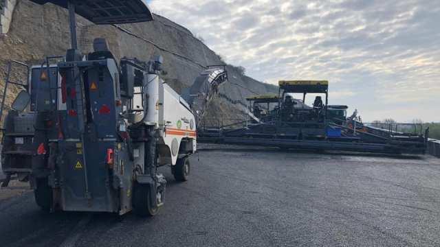 Ministrul Transporturilor, Răzvan Cuc, spune că vizitele inopinate pe șantierele autostrăzii îi fac pe muncitori să lucreze