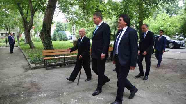 Klaus Iohannis, Nicolae Robu