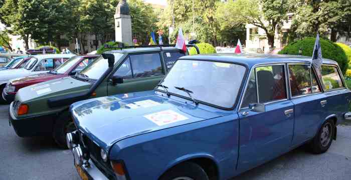 Caravana automobilistică, în parcarea CJ Timiș