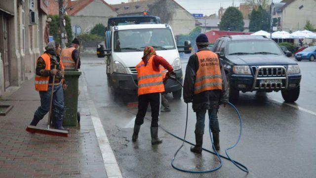 Continuă programul de salubrizare a străzilor din Timișoara