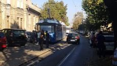 masina in calea tramvaiului