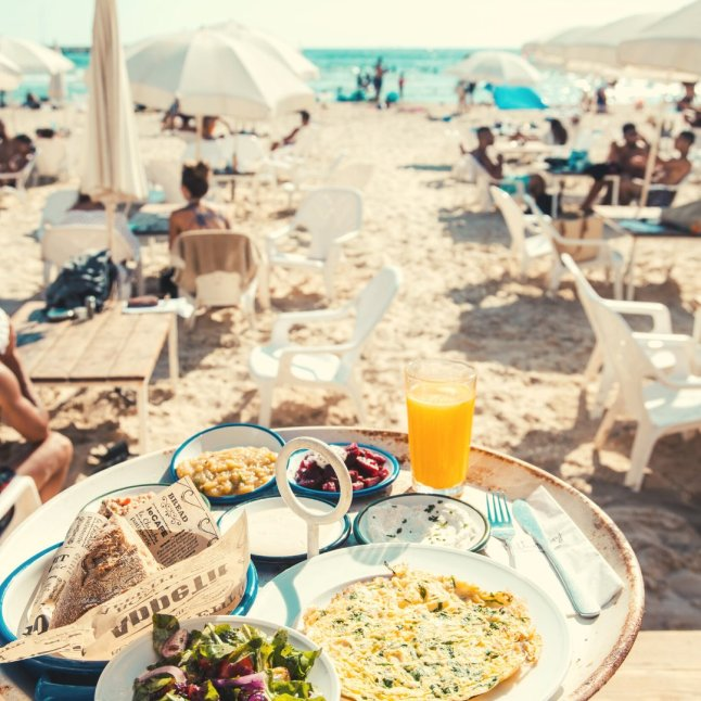 Hilton Bay - Tel Aviv Beach Club - Not Kosher - Breakfast on the Beach