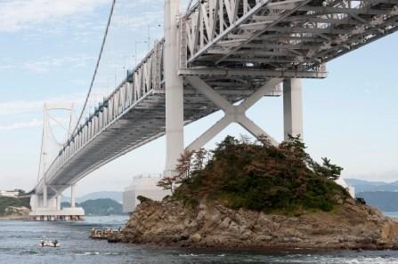 大鳴門橋下