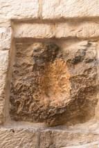 第5站教堂外牆上有個手印,相傳是耶稣曾用手扶過的地方