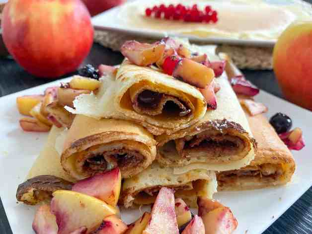 Nutella pancakes with cooked fruits
