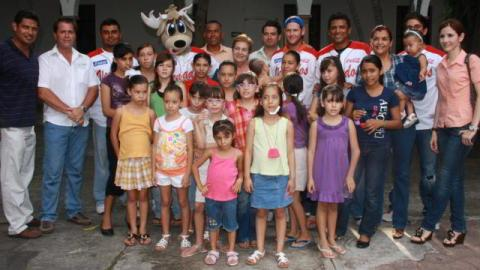 Venados de Corazón en el Orfanatorio Mazatlán