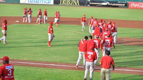 Rojos del Águila de Veracruz celebrando triunfo en Campeche