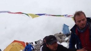 ATERRADORA AVALANCHA EN EL EVEREST TRAS TERREMOTO EN NEPAL CAPTURADA EN VIDEO