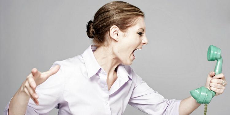 mujer-enojada-nota