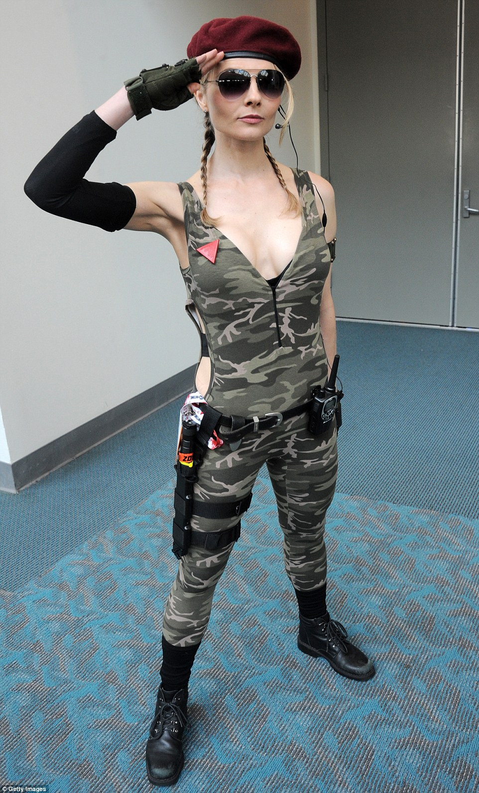 2A654BE400000578-3157610-Attention_A_cosplayer_portrays_a_G_I_Joe_character_during_Comic_-a-73_1436643034785
