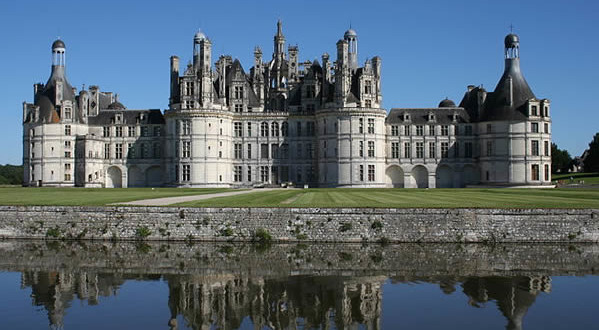 Château-de-Chambord-Valle-della-Loira-Centro-Francia.-Author-Diabolo01.-Licensed-under-the-Creative-Commons-Attribution-Share-Alike-599x330