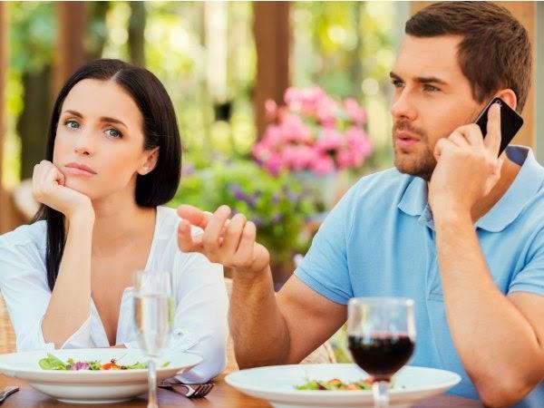 no interrumpir en la conversación pareja