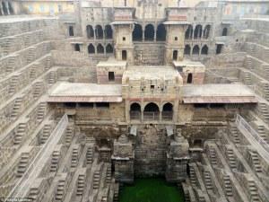 Descubre estas estructuras subterráneas de edificios de la India  llenas de exotismo y pocas veces vistas