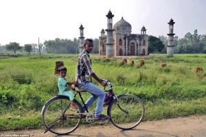Un pensionista de la India construye una réplica gigante del Taj Mahal en su jardín para enterrar a su esposa