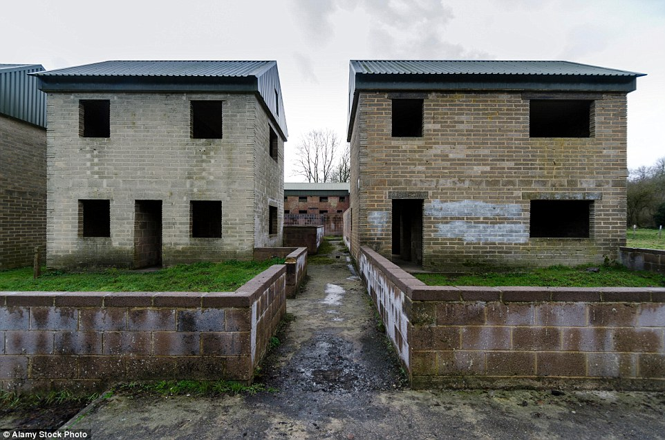 2CB8A8C900000578-3247748-This_village_on_the_Salisbury_Plain_in_Wiltshire_was_evacuated_i-a-19_1443510848465