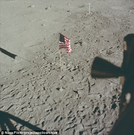 2D1BDB3900000578-3260346-It_was_the_moment_Neil_Armstrong_became_the_first_man_to_land_on-m-56_1444042085183