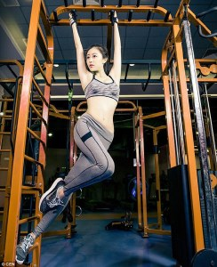 Esta profesora se convierte en la sensación de Internet en China después de que publicara unas fotos suyas en sesión de gimnasio