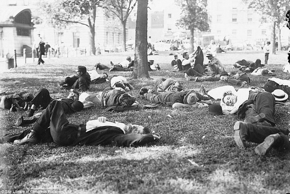 2DA0E0E300000578-3282754-Sunbathing_New_York_City_residents_lounge_in_the_Battery_Park_sh-a-36_1445587040679