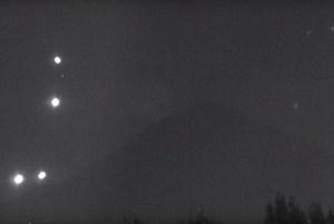 ¿Qué son las misteriosas luces que oscilan en el volcán Popocatépetl?