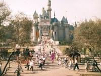 Así empezó la magia: fotografías raras revelan la emoción y el caos del día de la inauguración de Disneyland en 1955
