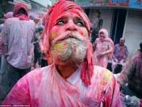 Explosión de color en la India: el festival hindú de Holi