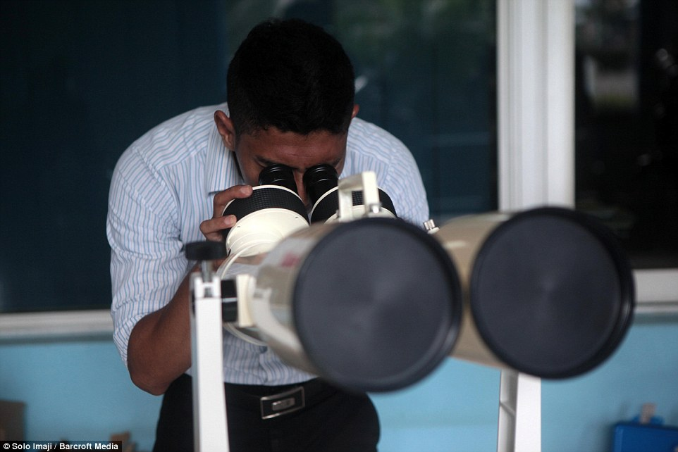 31FE34FE00000578-3482995-An_officer_was_pictured_setting_up_a_telescope_for_use_during_th-a-11_1457509410398