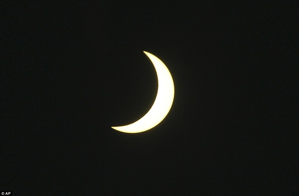 320353F200000578-3482995-A_partial_solar_eclipse_is_seen_at_Serangan_village_in_Bali_Indo-a-3_1457509410390