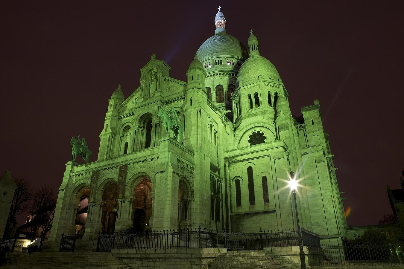 REPRO FREE 15/03/2015, Paris, France – Tourism Ireland's annual Global Greening initiative, to celebrate the island of Ireland and St Patrick, has gone from strength to strength – from its beginning in 2010, with just the Sydney Opera House going green, to this year, when about 150 landmark buildings and iconic sites across the world will turn a shade of green for our national day. PIC SHOWS: The Sacré-Coeur Basilica in Paris joins Tourism Ireland's Global Greening initiative, to celebrate the island of Ireland and St Patrick. Pic – Mathieu Sauerwein (no repro fee) Further press info – Sinéad Grace, Tourism Ireland 087 685 9027